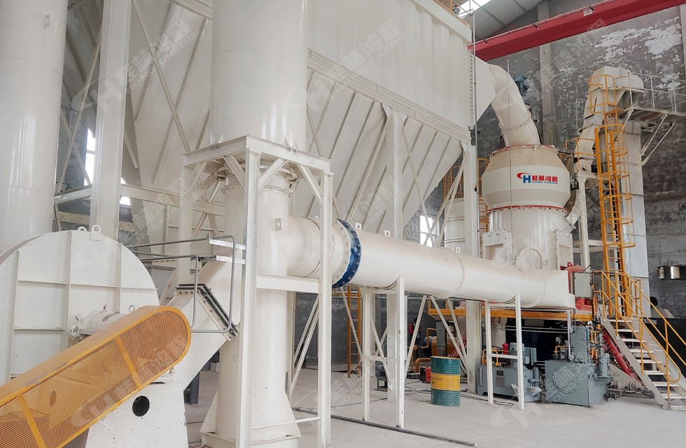 铝矾土立磨现场图片:山西铝矾土生料粉磨车间现场