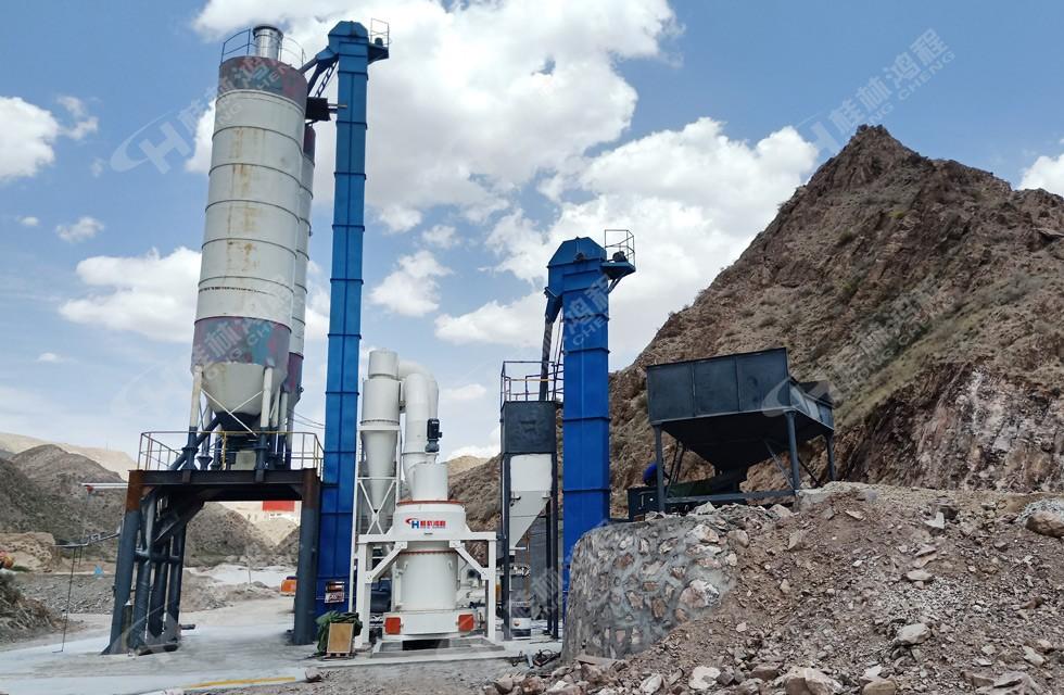 石灰石磨粉机生产厂家:鸿程HCQ1500Z石灰石雷蒙磨粉机露天安装案例现场
