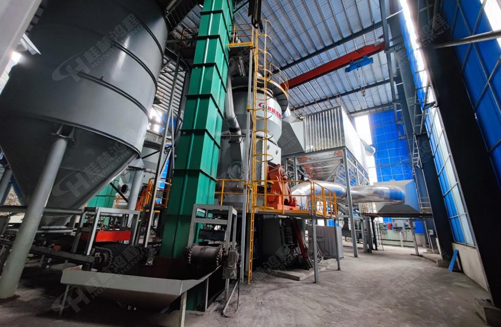 碳酸锰立磨案例现场图片:鸿程Hlm2400锰矿立磨