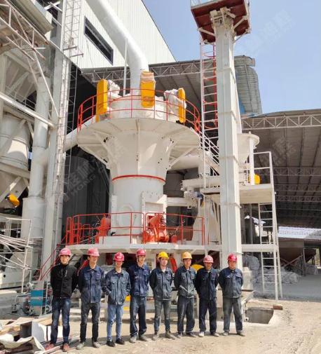 桂林鸿程磨粉机安装工人五一坚守岗位,保证客户磨粉生产线按计划投产