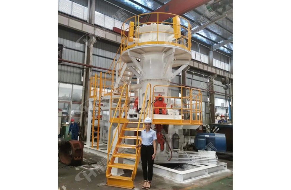 桂林鸿程新款HLMX600小型超细立式磨粉机整机预装待发