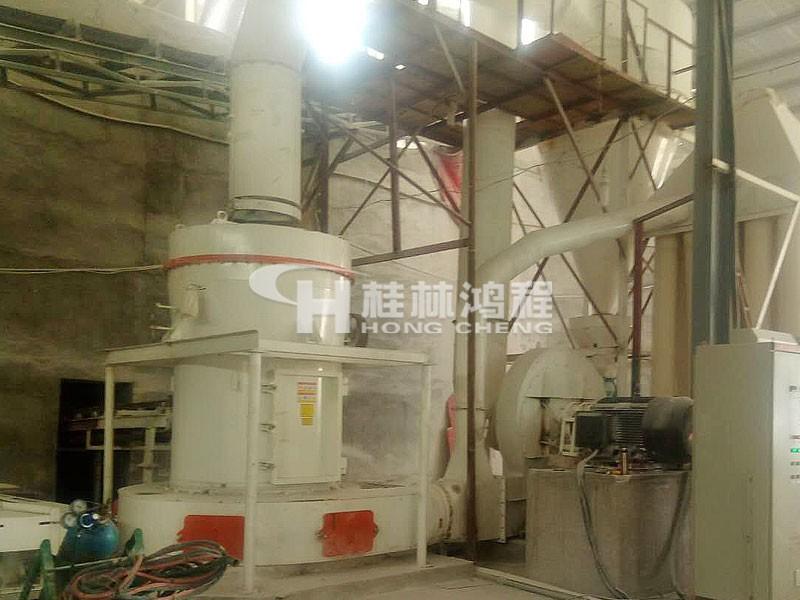 桂林鸿程钾长石粉加工厂,小型钾长石粉碎设备,磨钾长石粉的机器