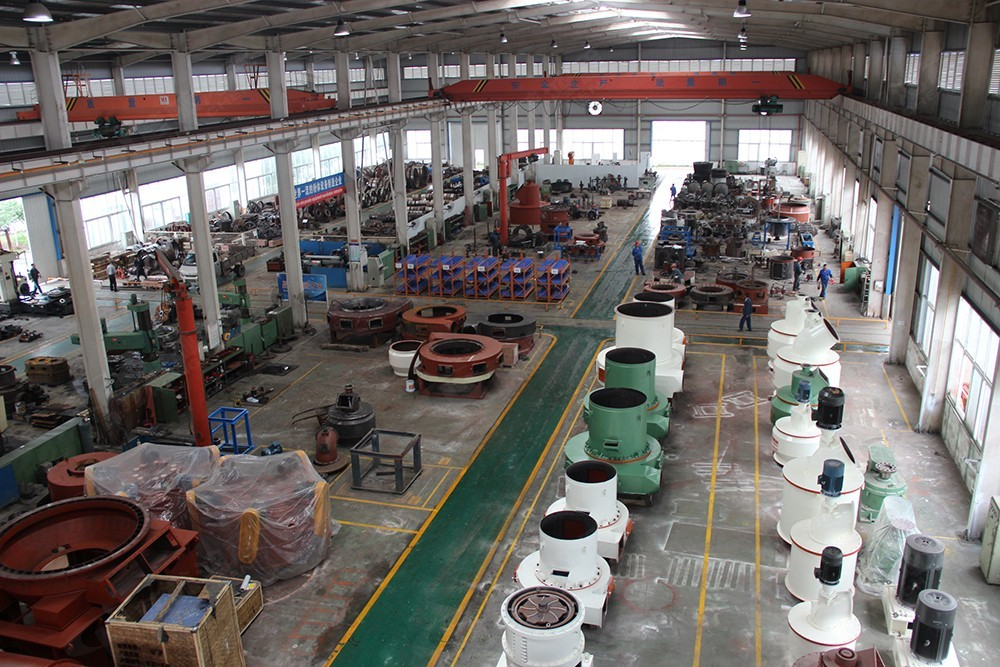 桂林鴻程無煙煤雷蒙磨粉機生產車間